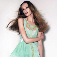 Frida Gustavsson con un vestido verde de la colección primavera 2012 de Sportmax