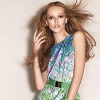 Frida Gustavsson luce la colección primavera 2012 de Sportmax