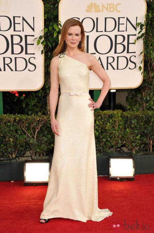 Nicole Kidman con un vestido Prada en los Globos de Oro 2011