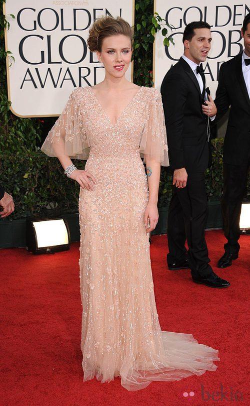 Scarlett Johansson con un vestido Elie Saab en los Globos de Oro 2011