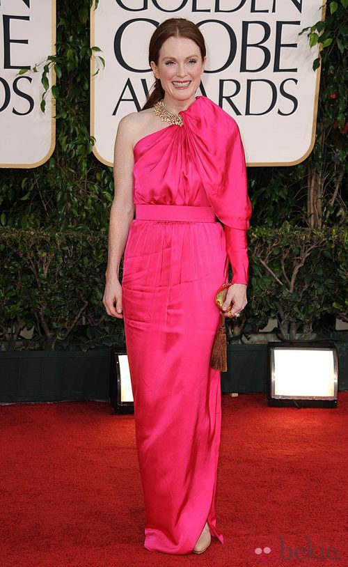 Julianne Moore en la alfombra roja de los Globos de Oro 2011