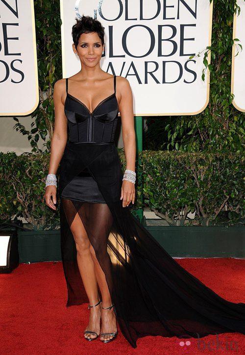 Halle Berry en la alfombra roja de los Globos de Oro 2011