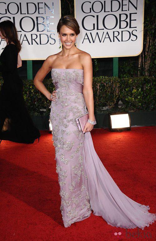 Jessica Alba con un vestido de Gucci en la alformbra roja de los Globos de Oro 2012