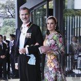 La Reina Letizia con un vestido de estampado floral de Matilde Cano en Japón