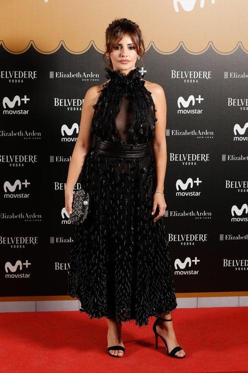 Mónica Cruz con vestido de borlas plateadas en la fiesta del final de 'Velvet Colección'