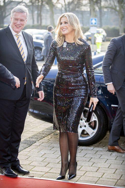Máxima de Holanda con vestido negro de lentejuelas en la Gala de Navidad en el centro de convenciones Ijsselhallen