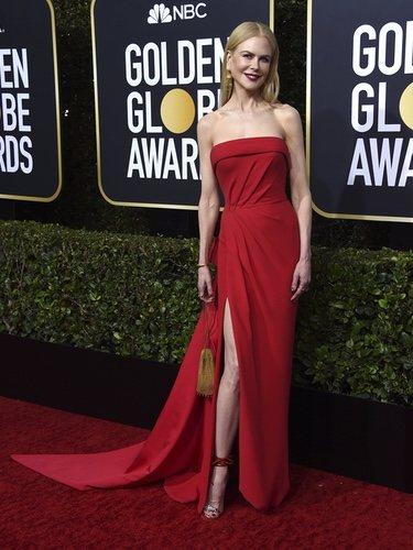 Nicole Kidman con vestido rojo en la alfombra roja de los Globos de Oro 2020