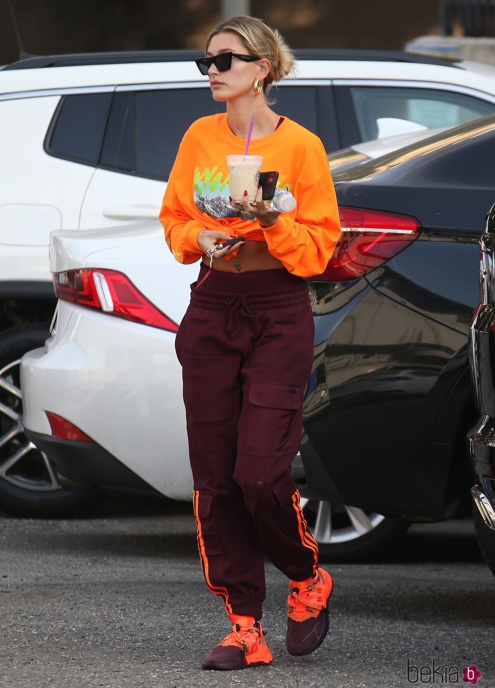 Hailey Baldwin y su fallido total look orange deportivo en Los Ángeles