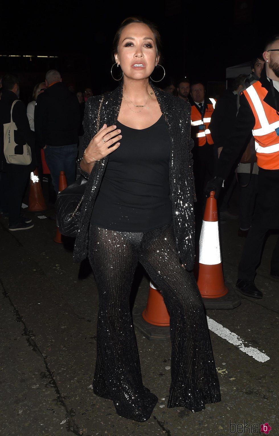 Myleene Klass con un excesivo look de lentejuelas en el Circo du Soleil's en Londres