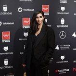Alba Flores, muy holgada cn un traje chaqueta en los Premios Feroz 2020