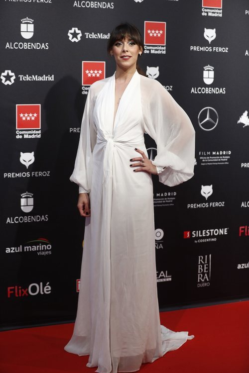 Blanca Cuesta, vestida de blanco en los Premios Feroz 2020