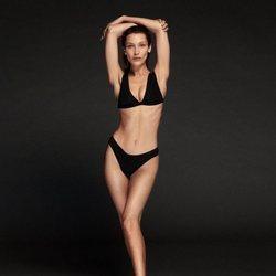 Bikini negro de la colección de baño 2020 de Calvin Klein