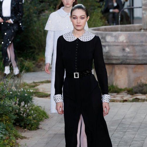 Vestido de tweed impreso en color negro de la colección primavera/ verano 2020 de Alta Costura de Chanel