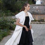 Conjunto de vestido y capa de la colección primavera/ verano 2020 de Alta Costura de Chanel
