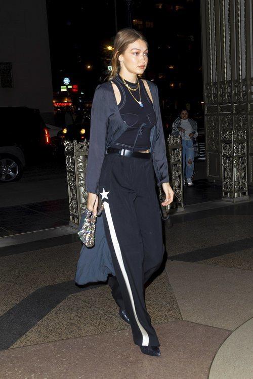 Gigi Hadid con un top de Orseund Iris en Nueva York