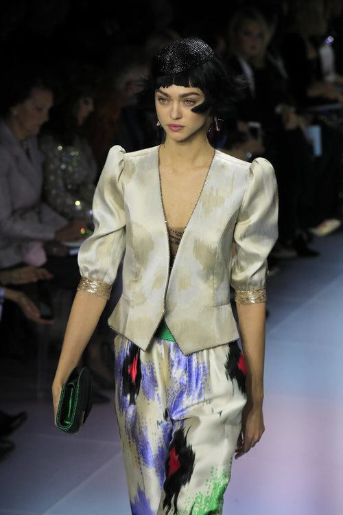 Conjunto de chaqueta y pantalón de la colección primavera/ verano 2020 de Alta Costura de Armani
