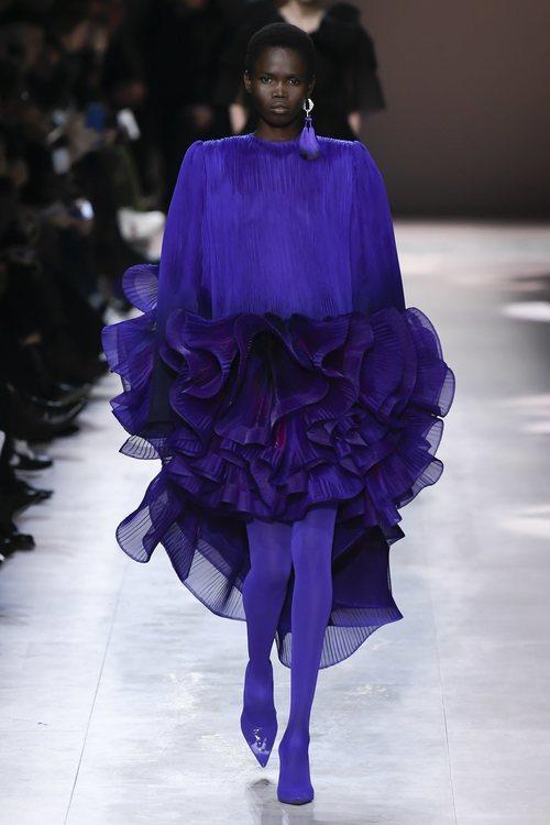 Vestido con volantes del desfile de Alta Costura 2020 de Givenchy