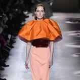 Vestido coral  del desfile de Alta Costura 2020 de Givenchy