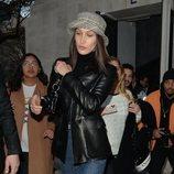 Bella Hadid deslumbra con un street look en la Fashion Week de París 2020