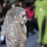 Velo con detalles joya del desfile de Alta Costura 2020 de Elie Saab