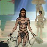 Vestido transparente con encaje del desfile de Alta Costura 2020 de Jean Paul Gaultier