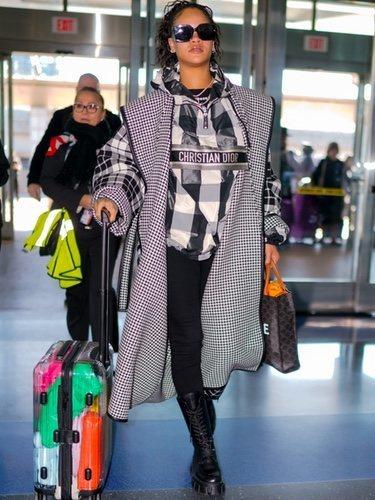 Rihanna combina estampados hasta estropear su look