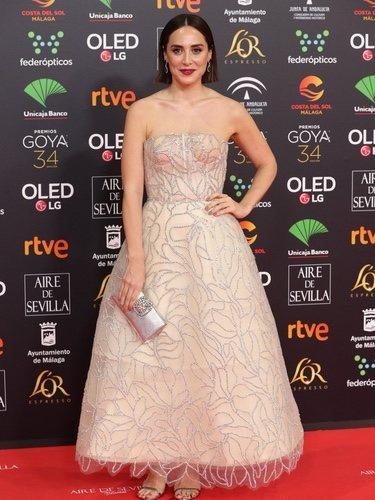Tamara Falcó luce un vestido estilo corsé de color nude en los Goya 2020
