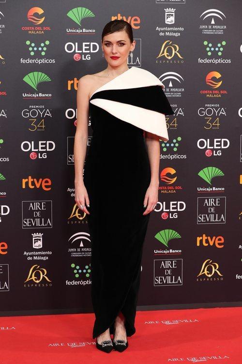 Marta Nieto con un bonito y elegante vestido negro en los Goya 2020