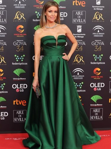 Nicole Kimpel con un vestido en color verde esmeralda en los Goya 2020