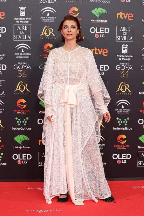 Najwa Nimri con un atuendo blanco en los Goya 2020