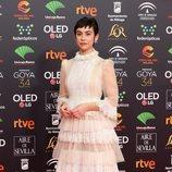 Greta Fernández con un vestido rococó en los Goya 2020