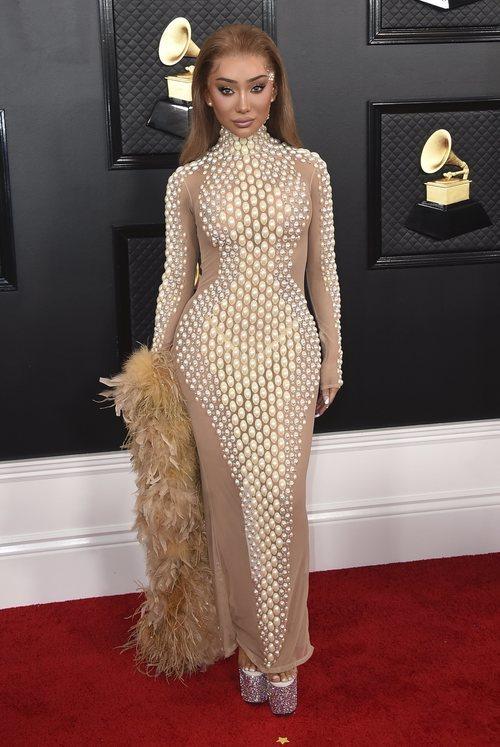 Nikita Dragun con un vestido de Augusto Manzanares en los Grammy 2020