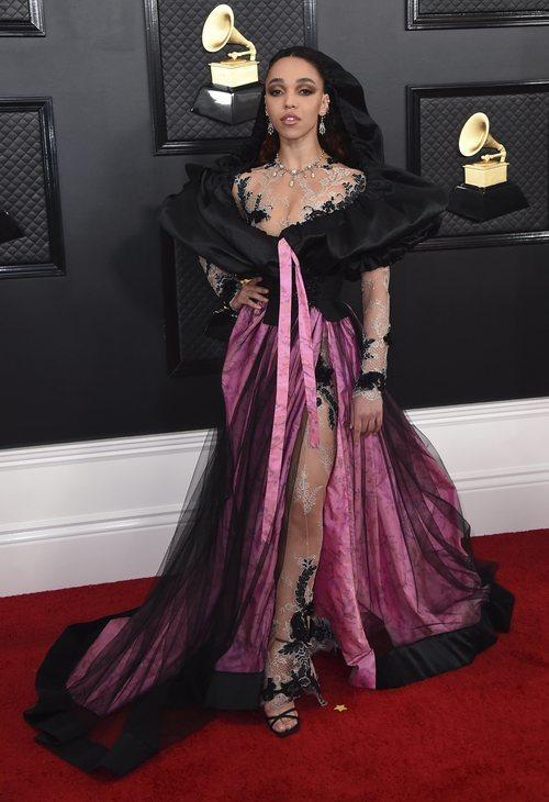 FKA Twigs con un vestido de Edmarler en los Grammy 2020