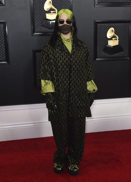 Billie Eilish con un look de Gucci en los Grammy 2020