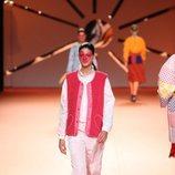 Chandal de nylon y chaleco peluche en el desfile otoño/invierno 2020-2021 de Ágatha Ruiz de la Prada