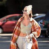 Hailey Baldwin con un street look desafortunado en Los Ángeles