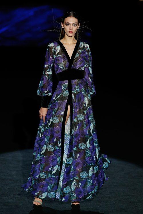 Vestido bata estampado en el desfile otoño/invierno 2020-2021 de Hannibal Laguna