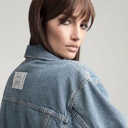La modelo Lily Aldridge con chaqueta vaquera de la colección con Levi's
