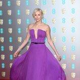 Charlize Theron vestida de morado en los Premios BAFTA 2020