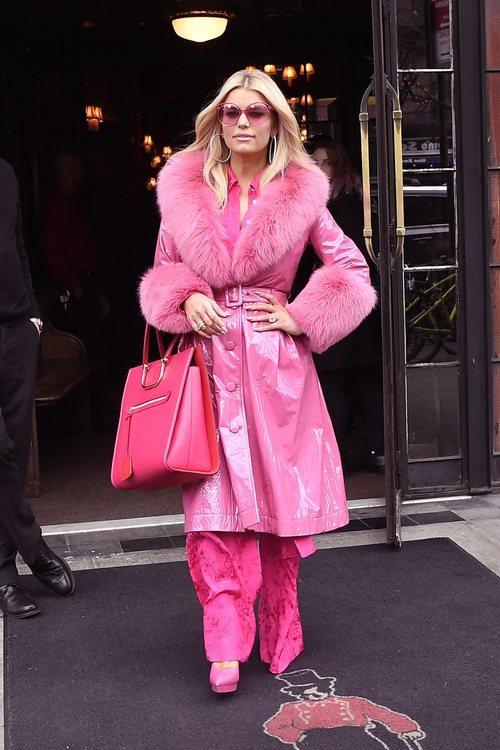 Jessica Simpson con un look rosa por Nueva York