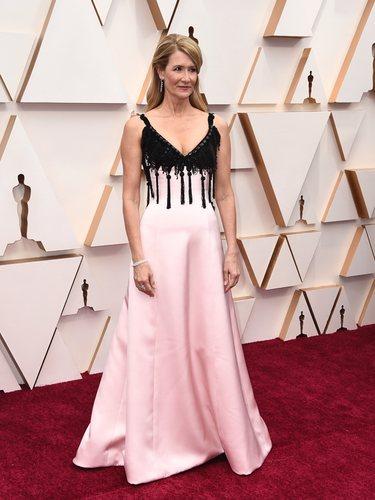Laura Dern con un vestido Armani Privé en los Oscar 2020