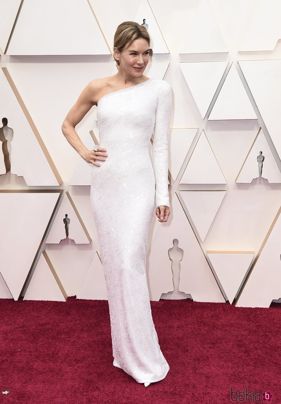 Reneé Zellweger con un vestido blanco de Armani Privé en los Oscar 2020