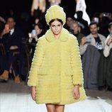 Abrigo y gorro otoño/ invierno 2020 de Marc Jacobs