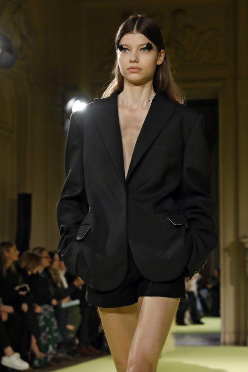 Conjunto de blazer y shorts otoño/ invierno 2020 de Vera Wang