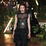 Vestido negro con transparencias otoño/ invierno 2020 de Rodarte