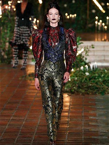 Pantalones de talle alto y blusa de mangas abullonadas otoño/ invierno 2020 de Rodarte