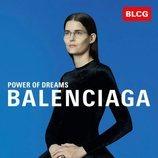 Vestido negro de terciopelo de la colección primavera/verano 2020 de Balenciaga