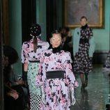 Vestido de flores y fajín primavera/ verano 2020 Erdem