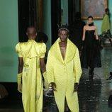 Abrigo con solapa amarillo primavera/ verano 2020 Erdem
