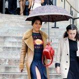 Zita Hanrot con un outfit desastroso en el desfile de Chloé en París